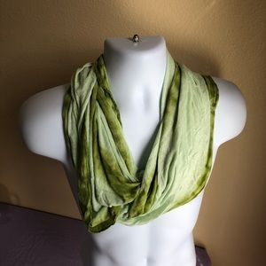 Old Navy two-toned green infinity scarf like-new
